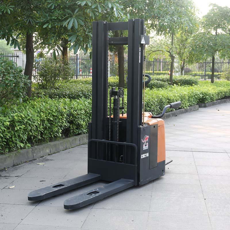 FORKLIFT รถโฟร์คลิฟท์ ไฟฟ้า ยกของหนักได้ 1.6 ตัน ในโรงงาน
