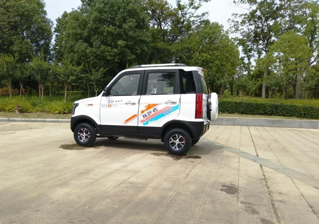 SUV รถเก๋งไฟฟ้า 4 ที่นั่ง 1,500 วัตต์ 35 กม./ชม. 40 กม./ชาร์จ ติดแอร์ วิ่งในหมู่บ้านในซอยแทนรถกอล์ฟ