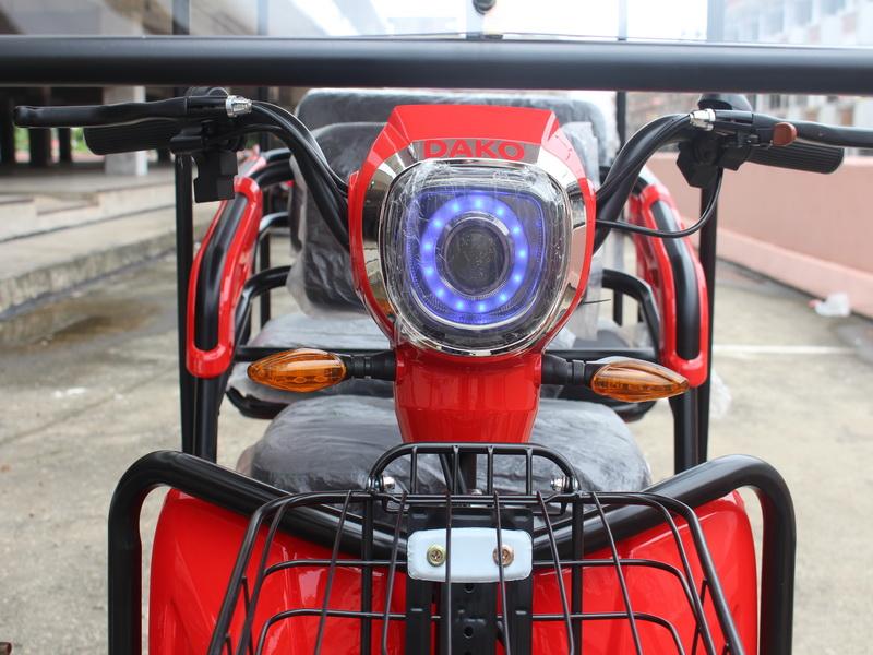 BOBO มอเตอร์ไซค์ไฟฟ้า 3 ล้อ 2 ที่นั่ง แบบมีหลังคา 500 วัตต์ เบาะหลังนั่งได้ 2 คน ทรงคล้ายรถกอล์ฟ
