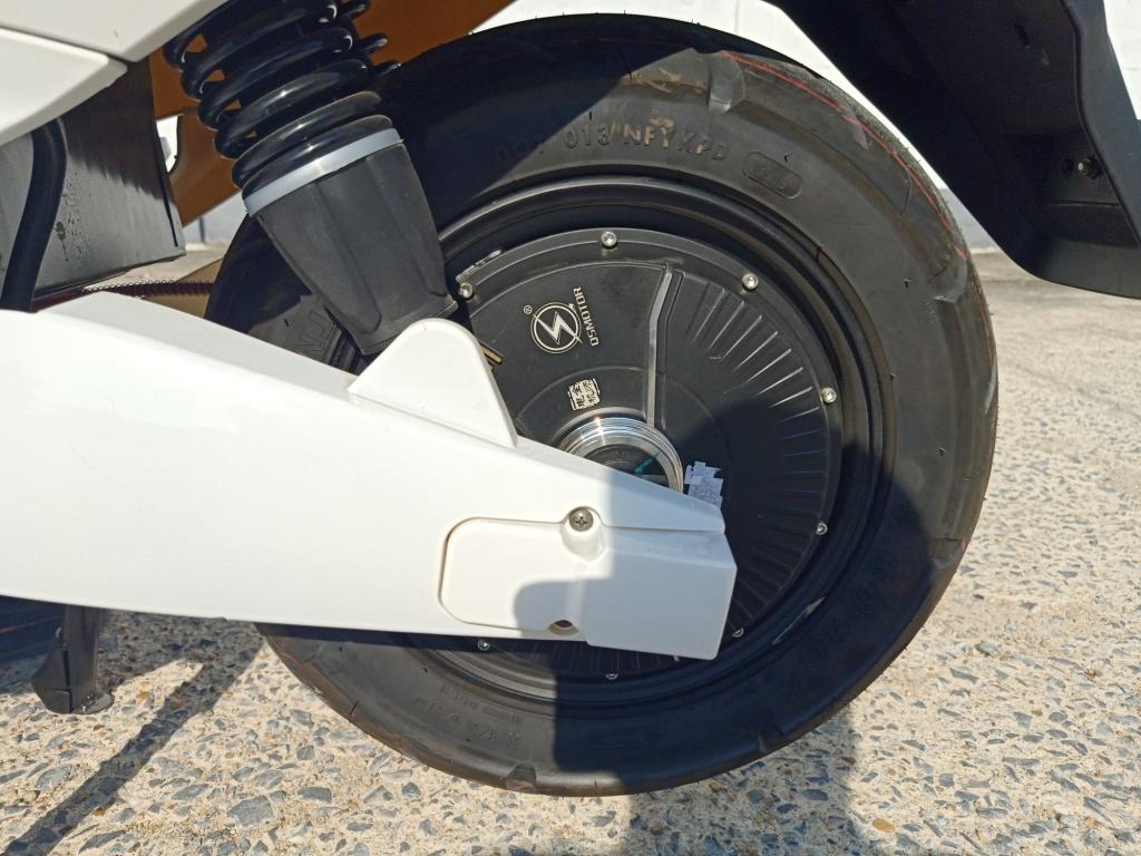 JAZZY-X มอเตอร์ไซค์ไฟฟ้า 2,000 วัตต์ 80 กม./ชม. 150 กม./ชาร์จ