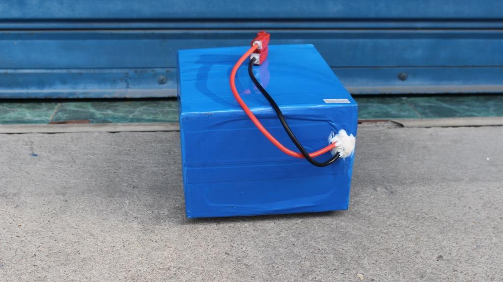 แบตเตอร์รี่ลิเที่ยมไอออน มอเตอร์ไซค์ไฟฟ้า รถพลังงานไฟฟ้า 72V 30A 120 กม./ชาร์จ